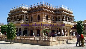 Jaipur Sightseeing Taxi for the best view of pink city palaces.