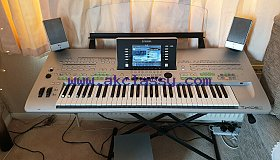 Yamaha Tyros 3 Keyboard Digital Workstation with speakers.